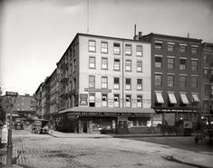 """Fraunce's Tavern: 1900 - New York. """"Fraunce's Tavern, Broad and Pearl Streets."""" The building, which figured in the Revolutionary War, is said to be Manhattan's oldest. Photos Du, Old Photos, Vintage Photographs, Vintage Photos, Photos Rares, Shorpy Historical Photos, Boston Public Library, American Revolution, Historical Society"""