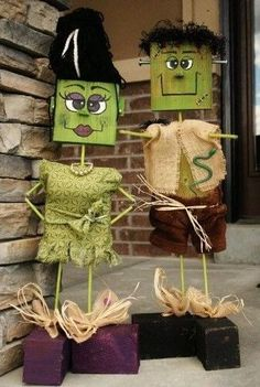 Wish to explore some interesting DIY Halloween decoration ideas? Check here for some inspiration. Explore rooms and yards decorated for Halloween for ideas. Soirée Halloween, Halloween Wood Crafts, Homemade Halloween Decorations, Adornos Halloween, Outdoor Halloween, Halloween Projects, Holidays Halloween, Fall Crafts, Holiday Crafts