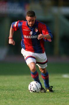 Roberto Baggio, Football Soccer, Football Players, Messi, Premier League, Fifa, Bologna Fc, Best Player, Led Zeppelin