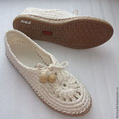 Купить или заказать Мокасины  вязаные Lady G, лен, р.39, молочный в интернет-магазине на Ярмарке Мастеров. Очень женственные, удобные, нарядные туфельки-балетки для прогулок по улице. Основа выполнена крючком из 100% льна.' Подошва - современный качественный материал, пластичный, легкий и износостойкий. Сверху балетки утягиваются по объему вашей ножки.