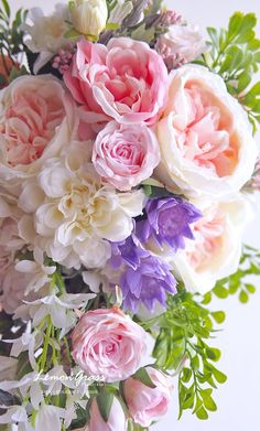 Are you wondering the best beach wedding flowers to celebrate your union? Here are some of the best ideas for beach wedding flowers you should consider. Rose - You can't go wrong with a rose. Flowers Roses Bouquet, Pastel Flowers, Floral Bouquets, Pretty Flowers, Wedding Bouquets, Wedding Flowers, Bridesmaid Flowers, Wedding Bridesmaids, Peach Flowers
