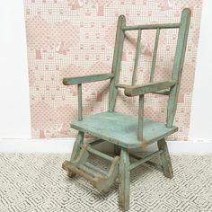 Orangevertevintage — Chaise De Poupée Vintage En Bois Patine Vert D'eau