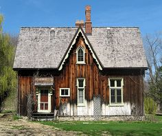 Common architectural design features Steeply pitched roof usually with steep cross gables Gables typically have decorated vergeboards Wall surface extended into gable without break Arched/pointed windows commonly extended into gables Prominent chimneys common 1840 – 1870