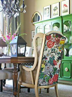 Decoração de: Detalhes; poltrona reformada; Casa de Valentina