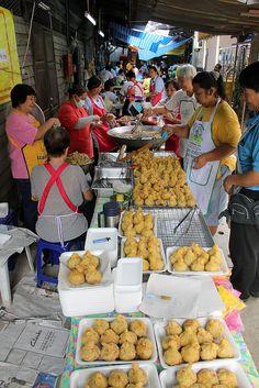 20 Photos of Thailand's Vegetarian Festival 2012