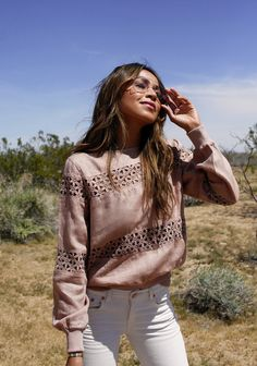 Desert Dweller. Blush sweater+white jeans+snake print boots+sunglasses. Spring Casual Outfit 2017