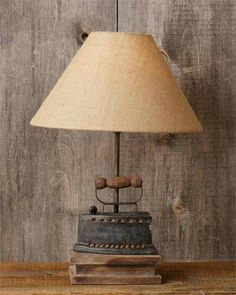New Primitive Antique Style Vintage Primitive Antiques, Primitive Decor, Primitive Bedroom, Primitive Homes, Primitive Country, Recycled Lamp, Luminaire Original, Diy Luminaire, Vintage Laundry