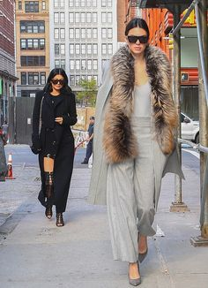 coat top fur kendall and kylie jenner kylie jenner kendall jenner fall outfits pants pumps Kendall Jenner Mode, Kylie Jenner News, Kardashian, Vogue Fashion, Fashion Models, Net Fashion, Taking New York, Jenner Girls, Look Office