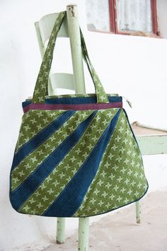 Green hobo bag is your South African Shweshwe and denim dream. Hand made African Fabric, African Prints, Messenger Diaper Bags, Cell Phone Pouch, Pouch Pattern, Hobo Bag, Printing On Fabric, School Fair, Satchel