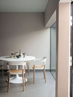 Beautiful muted palette in this dining room. Love the round dining home design decorating design design design ideas Room Inspiration, Interior Inspiration, Design Inspiration, Furniture Inspiration, Interior Pastel, Simple Interior, Deco Pastel, Pastel Decor, Round Dining Table