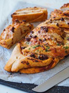 Sprødt og lækkert pestobrød med soltørrede tomater og friske krydderurter | Sundheds og livsstils blog