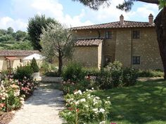 small wedding venue tuscany
