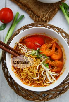 Just Try & Taste: Resep Mie Kari Udang dan Pengalaman Saya Berdiet Prawn Noodle Recipes, Indonesian Cuisine, Food Tasting, Noodles, Yummy Food, Yummy Recipes, Curry, Food And Drink, Favorite Recipes