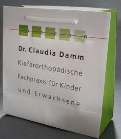 Eine schöne volllfächig bedruckte Papiertüte mit weißer Baumwollkordel Cards Against Humanity, Tote Bag, Nice Asses