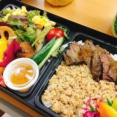 昨日は経皮鎮痛剤の勉強会でした。 お弁当は、お肉に野菜のヘルシー弁当!  #おいしい#勉強会シリーズ#肉#お弁当#勉強会は久しぶり