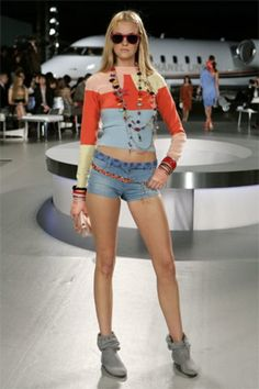 See the complete Chanel Resort 2008 collection.