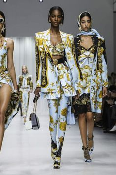 Versace Ready To Wear Spring Summer 2018 Milan Dope Fashion, High Fashion, Winter Fashion, Fashion Show, Fashion Outfits, Fashion Design, Swag Fashion, Fashion Pants, Versace Fashion