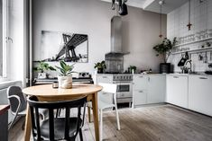 Green House: interior design plants at home One Bedroom Flat, One Bedroom Apartment, Kitchen Dining, Dining Table, Gravity Home, Small Room Design, Nordic Home, First Home, Decoration