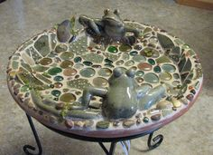 Cute Bird Bath using frogs from a dish that was accidentally broken