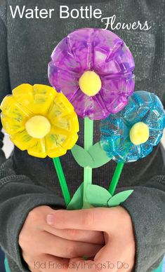 Water Bottle Flowers Craft for Kids! A cute way to make a bouquet for mom this spring!