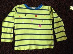 Wir haben viele schöne Kinderkleidung (die nun mittlerweile bereits 3-4 Kinder gerne getragen haben) und immer noch halten soll. Zum Beispiel so ein schönes grün-gestreiftes Bioshirt, worauf sich mittlerweile ein paar Flecken geschlichen haben. Was tun? Wegschmeißen ist keine Option!