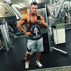 Big ups to the new #Wbffpro😎👌 @dyldaws_fitness! 💪🙌 .  .  .    #goals #nevergiveup #work #abs #bodybuilding  #motivation #fitness #shredded  #gymmotivation #fitspo  #success #fitness #bestrong #fitnish #abs  #fitbod #guyswholift #fitfluential