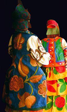 Paper dresses paper dress couture Isabelle de Borchgrave - Painter, designer, artist, visual artist, discover its amazing dresses and creations of paper ! Paper Fashion, Fashion Art, Paper Clothes, Paper Dresses, Russian Ballet, 3d Studio, Art Textile, Isabelle, Paperclay