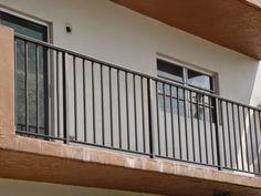 Metal Deck Railing, Patio Railing, Wrought Iron Stair Railing, Steel Railing, Deck Stairs, Iron Railings, Railing Ideas, Balcony Grill Design, Balcony Railing Design