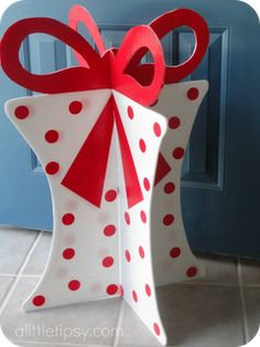 DIY 3-D Christmas decoration that folds away for storage. Cheap and easy: 2 pieces of foam core, exacto knife, paint and voila!