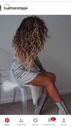 But a sophisticated look But a sophisticated look afro bangs hair hair styles mujer peinados perm style curly curly Curly Hair Styles, Ombre Curly Hair, Brown Curly Hair, Colored Curly Hair, Brown Blonde Hair, Blonde Ombre, Dyed Hair, Curly Balayage Hair, Natural Curly Hair