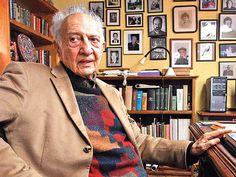 Escritor mexicano Sergio Pitol, Premio Cervantes de Literatura 2005, retratado en su casa de Xalapa.