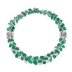 Lote 278 - platino, esmeralda y diamante Combinación Collar-pulsera, Francia, alrededor de 1930