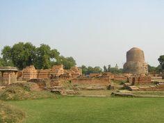 Después de iluminarse y de reflexionar, Siddhārtha, ahora ya Buda, dio su primer sermón en la ciudad de Sarnath (al lado de Varansi).