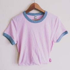 This pink ringer tee is so adorable ! It's the most perfect baby pink shade, and the grey contrast sleeves and hem are so cute ! Our ringer tees are a staple to any girl's closet, adding a touch of grunge. They look great styled casually with jeans and boots, or dressed up with a cute plaid skirt. More sizing and composition info here.