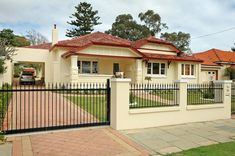 Driveway Gate Design Ideas - Photos of Driveway Gates. Browse Photos from Australian Designers & Trade Professionals, Create an Inspiration Board to save your favourite images. Fence Gate Design, Modern Fence Design, House Gate Design, Tor Design, Design Case, Bungalows, Fence Builders, Home Fencing, Bungalow Haus Design