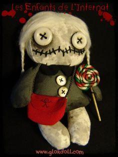 Dans le village, tout le monde connait l'histoire des enfants de l'internat: une… Softies, Plushies, Voodoo Dolls, Sewing Dolls, Creepy Dolls, Dark Side, Scary, Steampunk, Recycling