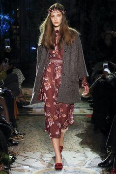 Luisa Beccaria Fall 2017 Ready-to-Wear Collection Photos - Vogue Fashion Week, Fashion 2017, Runway Fashion, High Fashion, Fashion Outfits, Street Fashion, Luisa Beccaria, Business Dresses, Fashion Show Collection