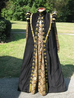Re-creation of an Elizabethan Loose Gown, circa 1570-1590.