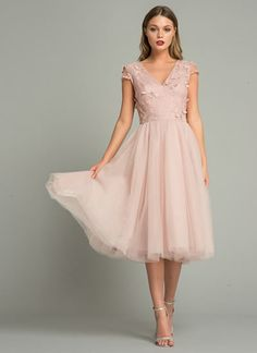 Why does trend tulle turn you into a princess dress? # Wedding guest clothing Why trend tulle can make you a princess dress . Blush Dresses, Pretty Dresses, Beautiful Dresses, Bridesmaid Dresses, Prom Dresses, Formal Dresses, Midi Skater Dress, Floral Midi Dress, Lace Dress