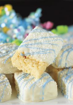 Need a super easy, but fun and festive party treat? Simply dip Rice Krispie treats in chocolate and decorate with sprinkles, like with these adorable Baby Shower White Chocolate-Dipped Rice Krispie Treats. Rice Crispy Treats, No Bake Treats, Krispie Treats, Rice Krispies, Chocolate Dipped, Melting Chocolate, Chocolate Food, White Chocolate, Easy Desserts