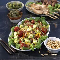 Mozzarella, Gnocchi, Pesto, Antipasto, Food Inspiration, Cobb Salad, Sprouts, Tapas, Food And Drink