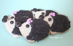 Two loves: Hedgehogs and sugar cookies, they might be too cute to eat. Repeat Crafter Me: Hedgehog Sugar Cookies Santa Cookies, Cute Cookies, Sugar Cookies, Cookies Et Biscuits, Yummy Cookies, Hedgehog Cookies, Hedgehog Cake, I Love Chocolate, Chocolate Lovers