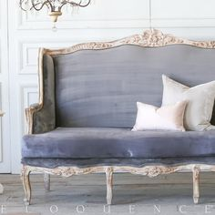Recamier: know what it is and how to use it in decoration with 60 ideas - Home Fashion Trend Steel Furniture, French Furniture, Unique Furniture, Rustic Furniture, Furniture Decor, Furniture Logo, Cheap Furniture, Luxury Furniture, Painted Furniture