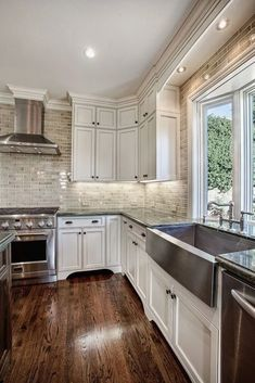 Discover the best kitchen design ideas with the latest modern and contemporary kitchen trends influencing colour, design, layout, storage and etc Classic Kitchen, New Kitchen, Kitchen Decor, Kitchen Ideas, Kitchen Trends, Kitchen Layout, Kitchen Inspiration, Kitchen Designs, Kitchen Tips