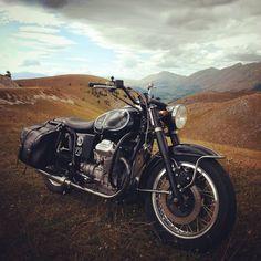 """386 gilla-markeringar, 14 kommentarer - Filippo Barbacane (@officine_rossopuro) på Instagram: """"Buona Pasqua. Happy Easter. ___ #orp #officinerossopuro #italia #italy #abruzzo #pescara #guzzi…"""" Moto Guzzi, S1000r, Scrambler, Bobber, Happy Easter, Bike, Instagram Posts, Motorcycles, Cars"""