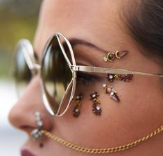 Bindi Face Jewels Stick On Festival Goddess Rave Bling Facial Jewelry 5 Styles You Pick Fake Piercing, Piercings, Festival Coachella, Festival Outfits, Festival Fashion, Coachella 2018, Concert Outfits, Festival Clothing, Festival 2017