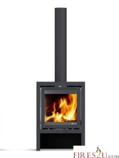 Vidar Medium stove is the middle-sized model in the Vidar collection of elegant contemporary wood stoves from Dik Geurts.  This functional and stylish freestanding woodburner is the ideal size for the average UK living room. With a heat output range from 5 to 8 kW and an energy efficiency of 82%, it delivers comfort and economy together with contemporary woodstove design.
