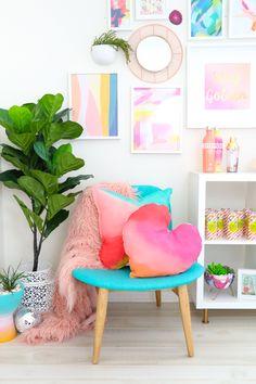 DIY Gradient Pillows - A Kailo Chic LifeDIY Gradient Pillows - bilder dekoration House Colors, Home Decor Inspiration, Room Decor, Decor, Bedroom Decor, Diy Home Decor, Home Diy, Home Decor Styles, Colourful Living Room