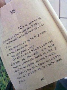 Sonríele a la vida.: No te aferres al pasado ni a los recuerdos tristes...