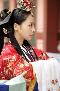 Beautiful Hanbok- This one is Korea's traditional wedding clothing